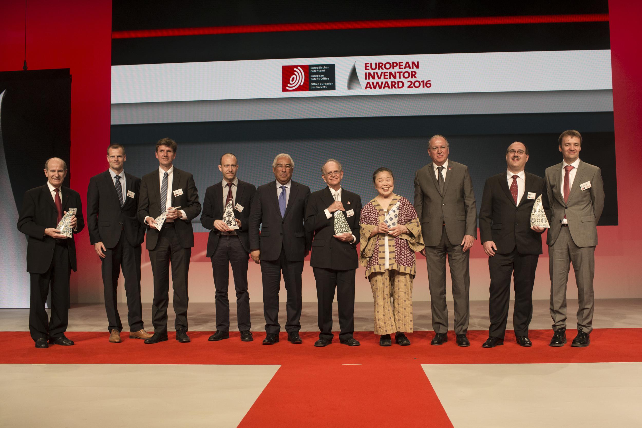 Les lauréats du Prix de l'Inventeur de l'année 2016 lors de la cérémonie de remise des prix au MEO Arena à Lisbonne le 9 Juin