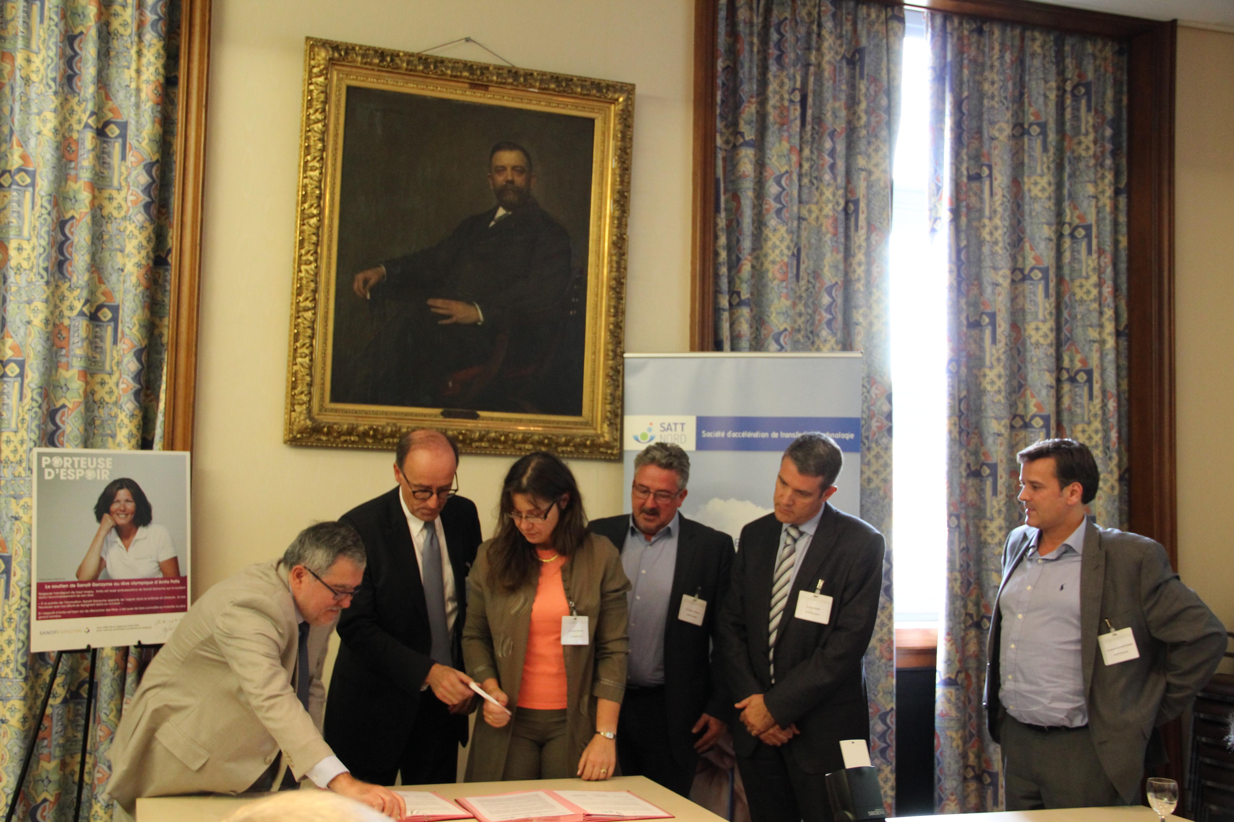 signature du partenariat entre Sanofi Genzyme et la SATT nord en collaboration avec l'Université de Lille, le CHRU de Lille, et l'Inserm