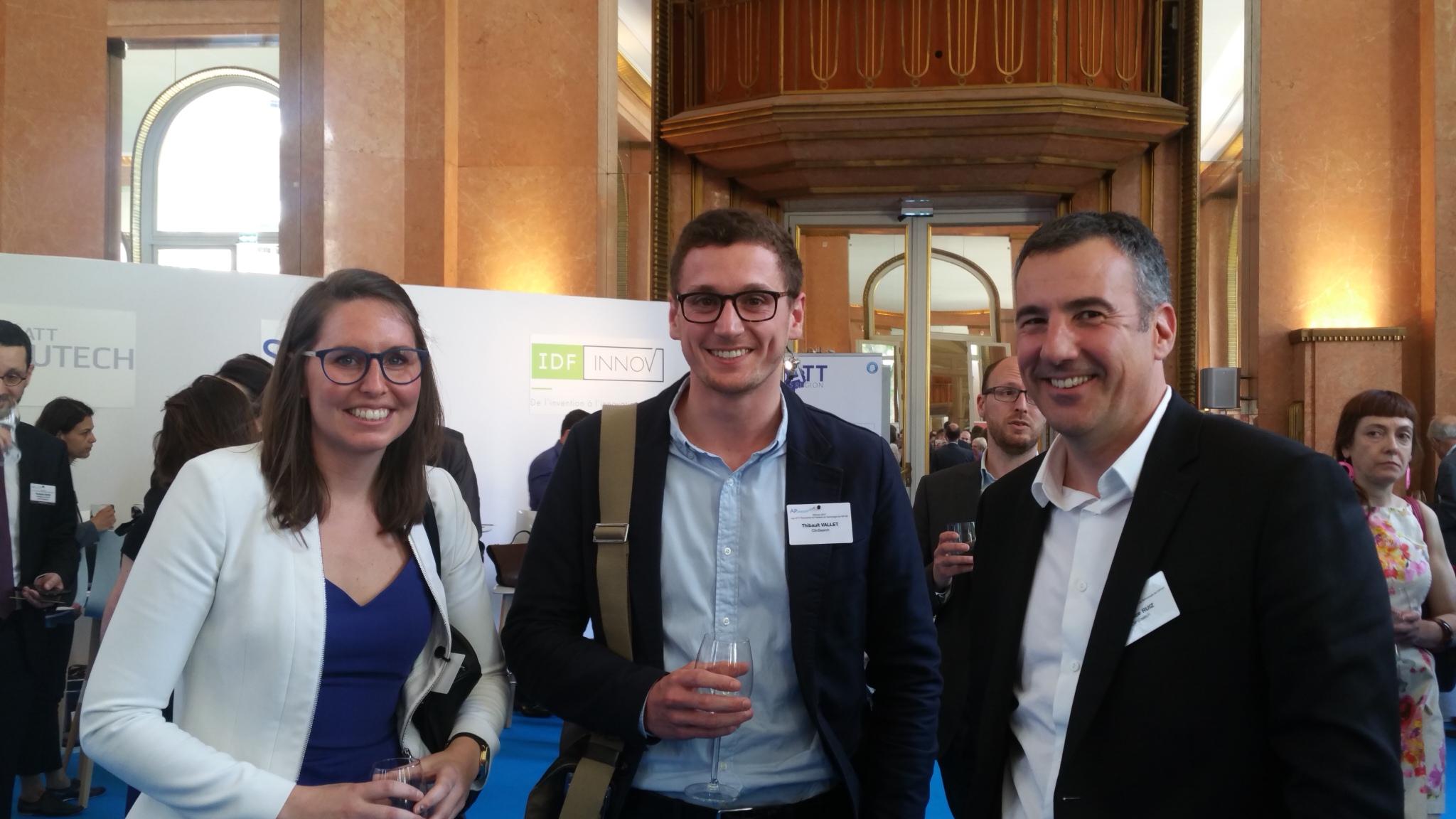 Emilie Belissa (à gauche) avec les collaborateurs de son projet