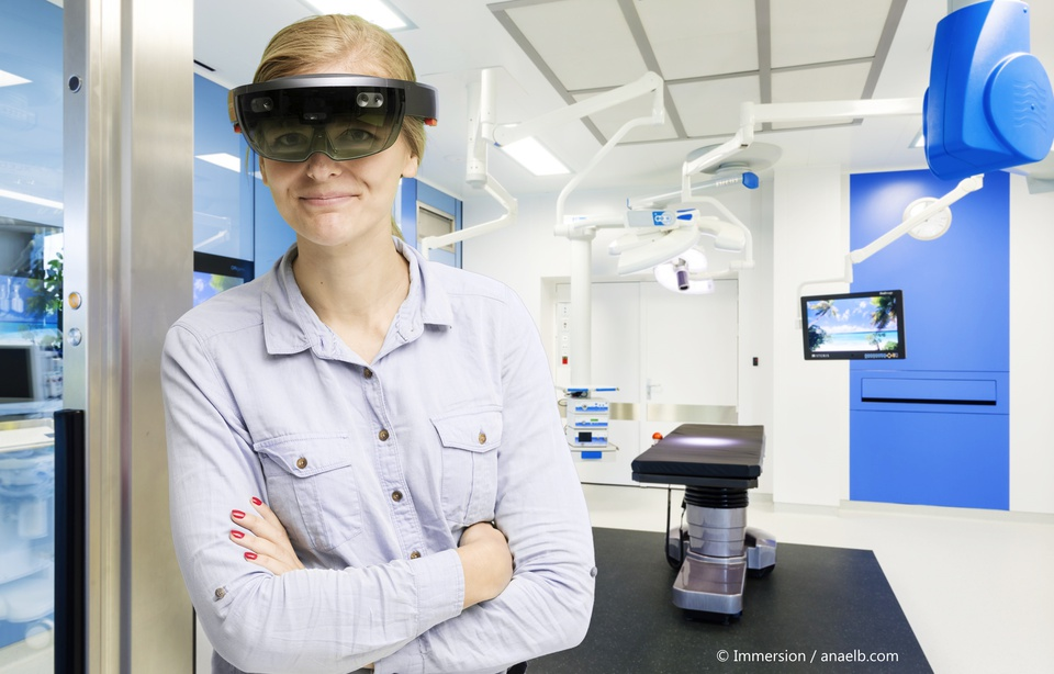 Le projet FolloxKnee permet au chirurgien d'installer la prothèse connectée grâce à la réalité augmentée - crédit photo Immersion